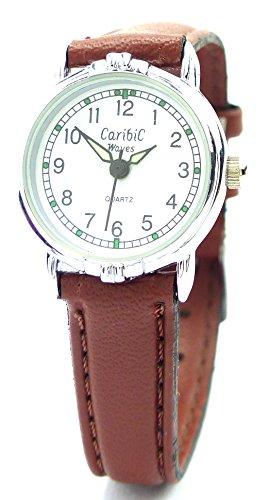 elegante Armbanduhr mit glaenzenden Metallarmband und Faltschliesse