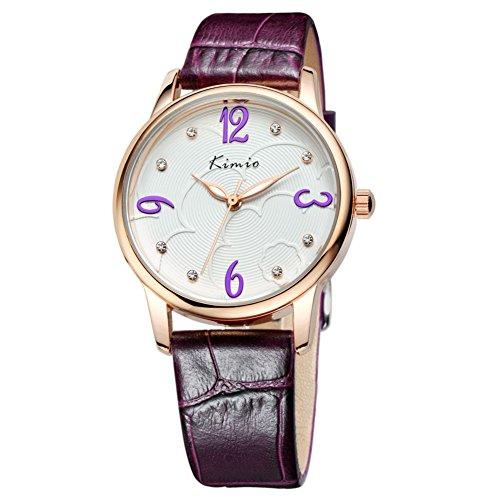 Fashion Frau zeigt minimalistischen Retro Tabelle Diamant Uhren Purple